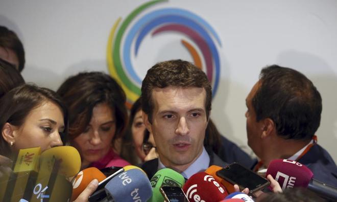 Pablo Casado atiende a los medios durante un acto en Madrid el...