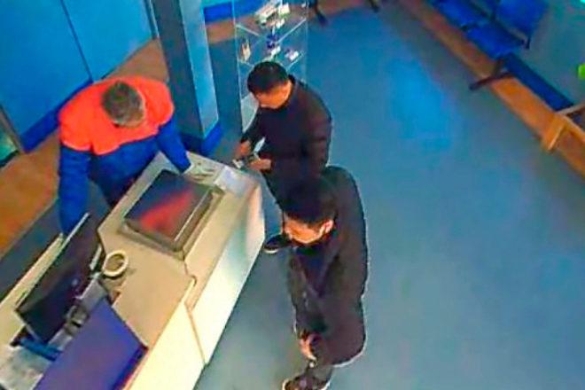 Ciudadanos de origen chino enviando marihuana a través de empresas de paquetería. La ocultan en cubos de pintura, abrigos, bolsos...
