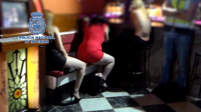 Algunas de las mujeres halladas en los clubes en los que intervino la Policía.