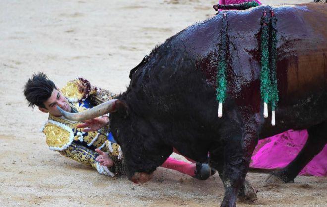 López Simón fue duramente volteado por el sexto de Fuente Ymbro
