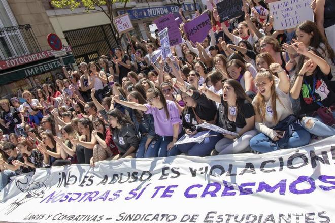 Manifestantes contra la sentencia de La Manada en una protesta celebrada en Madrid.