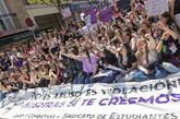 Manifestantes contra la sentencia de La Manada en una protesta...