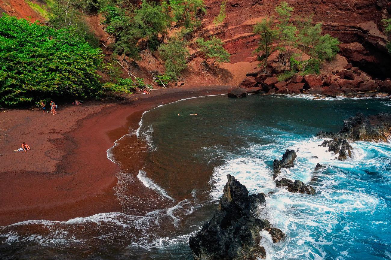 Verdes, blancas, negras, rojas... Hawai presume de maravillosas playas...