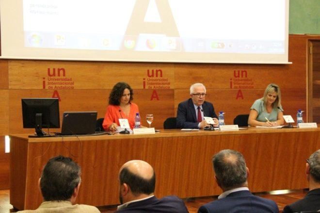 La consejera Lina Gálvez, el rector José Sánchez Maldonado y la alcaldesa Lola Marín.