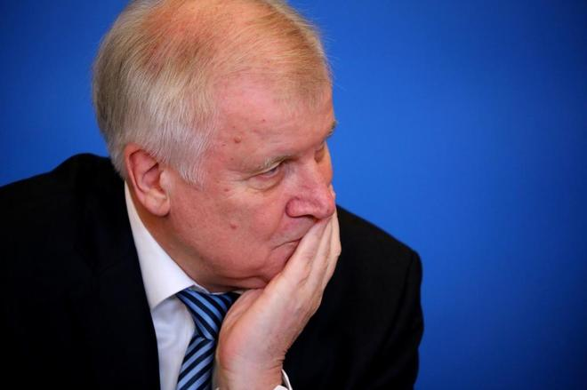 El ministro del interior alem n seehofer en el centro de for Escuchas del ministro del interior