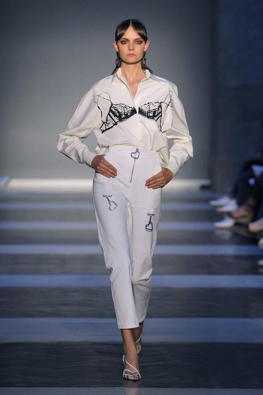 Desfile de Juan Vidal - Primavera-verano 2019 - Mercedes-Benz Fashion...