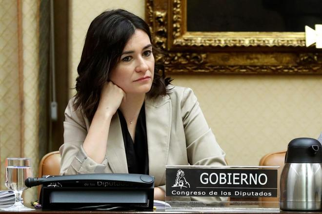 La ministra de Sanidad, Consumo y Bienestar Social, Carmen Montón,...