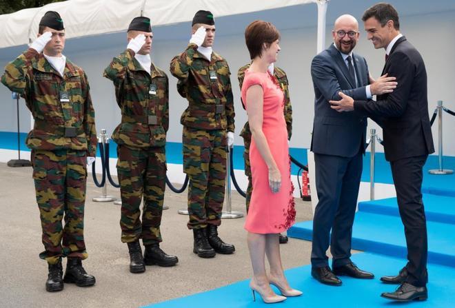 Pedro Sánchez, este miércoles en Bruselas con el primer ministro de Bélgica, Charles Michel, en la cumbre de la OTAN.
