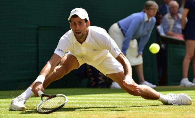 Devolución forzada de Djokovic, durante su partido de cuartos ante Nishikori.