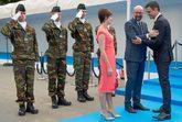 Pedro Sánchez saluda al presidente belga, Charles Michel, y a su...