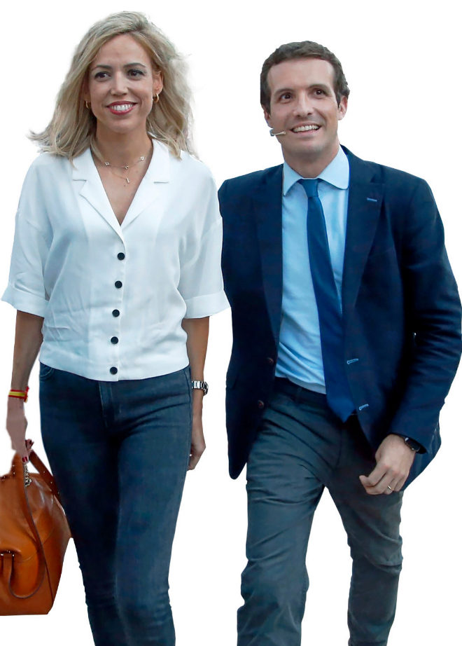 Pablo Casado junto a su mujer, Isabel Torres, en un acto.