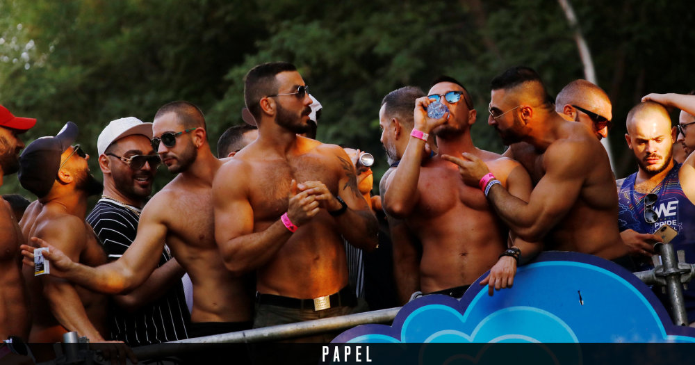 Chavales heteros amigos gays