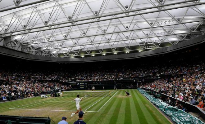 La Central de Wimbledon, cubierta durante la semifinal entre Djokovic y Nadal.