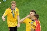 Kevin De Bruyne y Thomas Meunier celebran el tercer puesto de...