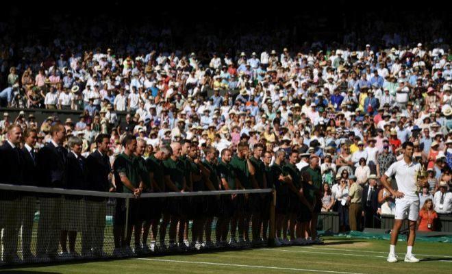 Djokovic, durante la ceremonia de entrega de trofeos en la Central de Francia.