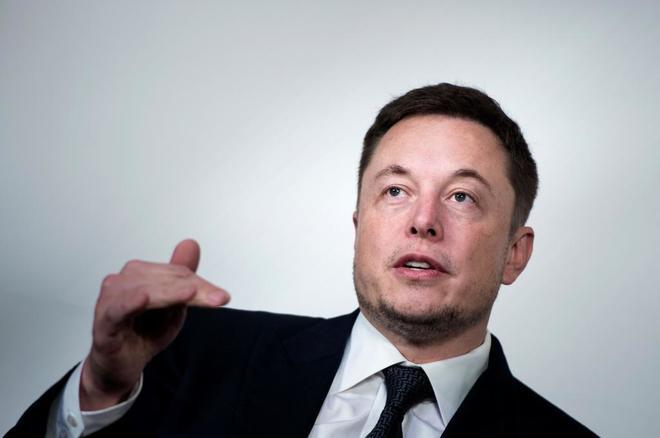 Elon Musk, CEO de SpaceX y Tesla, habla durante una conferencia en Washington.
