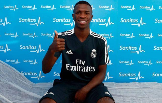 Vinicius, tras pasar el reconocimiento médico en Madrid.