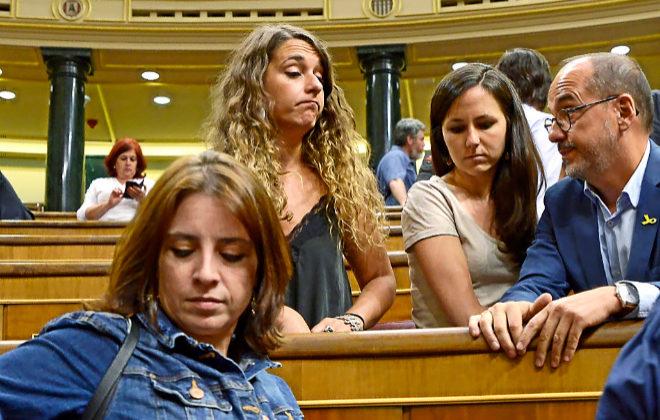 Adriana Lastra (PSOE), Ione Belarra, Noelia Vera (Podemos) y Carles...