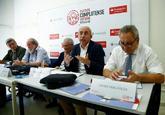 El director de El Mundo, Francisco Rosell, habla durante su...