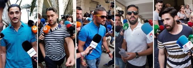 Los cinco condenados de La Manada, en la primera de sus comparecencias en juzgados de Sevilla.
