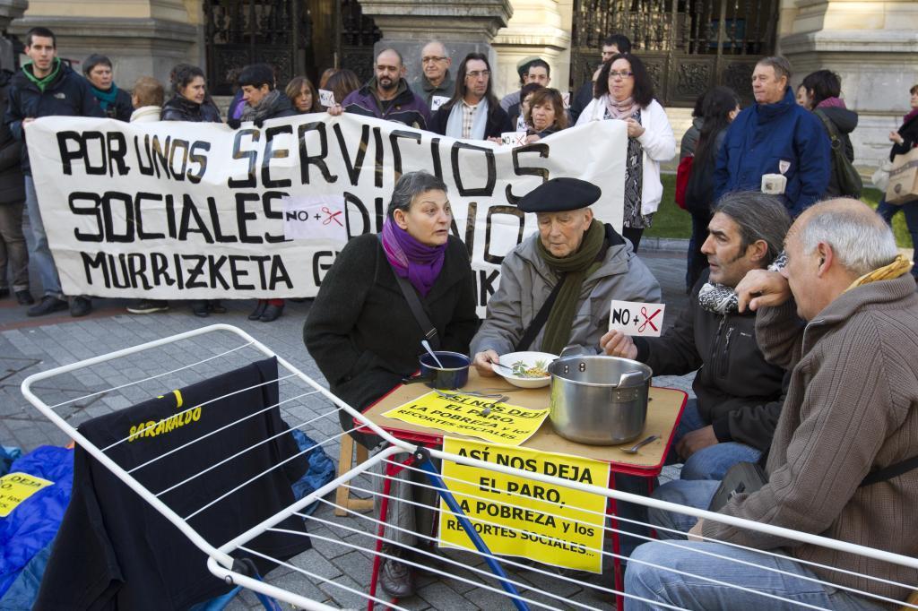 Movilización en Bilbao en contra de los recortes en las ayudas sociales.