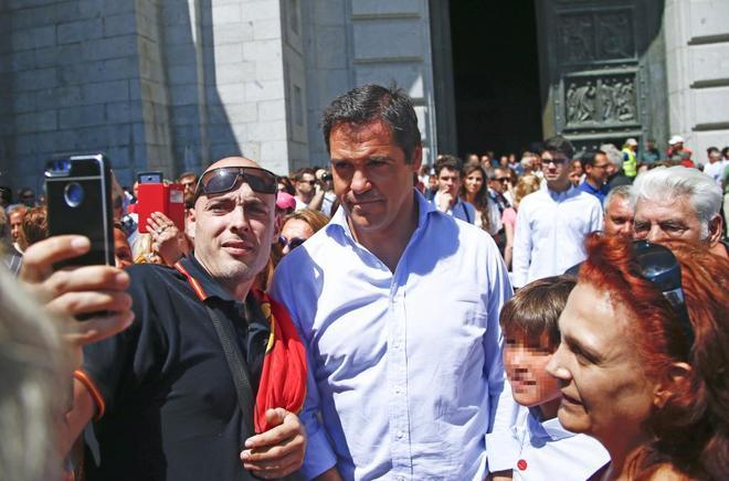 Luis Alfonso de Borbón, el pasado domingo en el Valle de los Caídos en una protesta contra la exhumación de los restos de su bisabuelo.