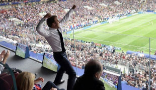 Emmanuele Macron durante la celebración del triunfo de Francia en la...