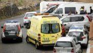 Los servicios de emergencias, ante la casa donde fueron hallados los...