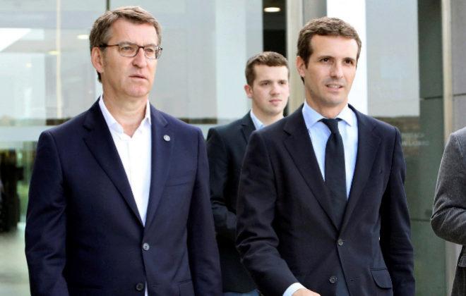 El presidente gallego, Alberto Núñez Feijóo, y el candidato a presidir el PP, Pablo Casado