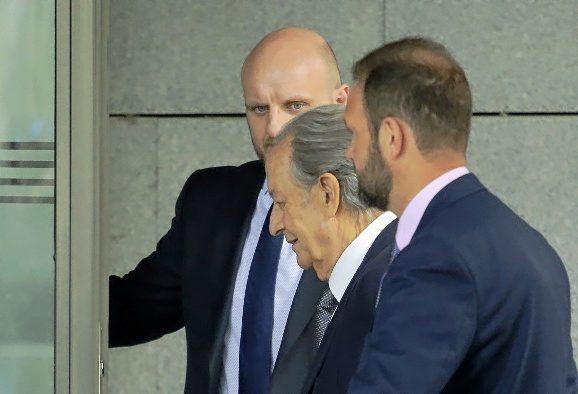 Miguel Villar Mir entrando a la Audiencia Nacional