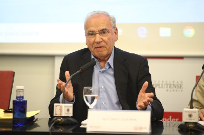Alfonso Guerra, durante su ponencia en los Cursos de Verano de El...