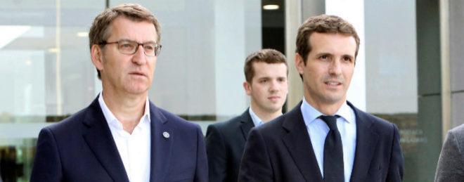 El presidente gallego, Alberto Núñez Feijóo, y el candidato a la presidencia del PP, Pablo Casado
