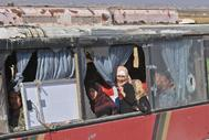 Autobuses transportan a ciudadanos de la ciudad de Fua y Kefraya.