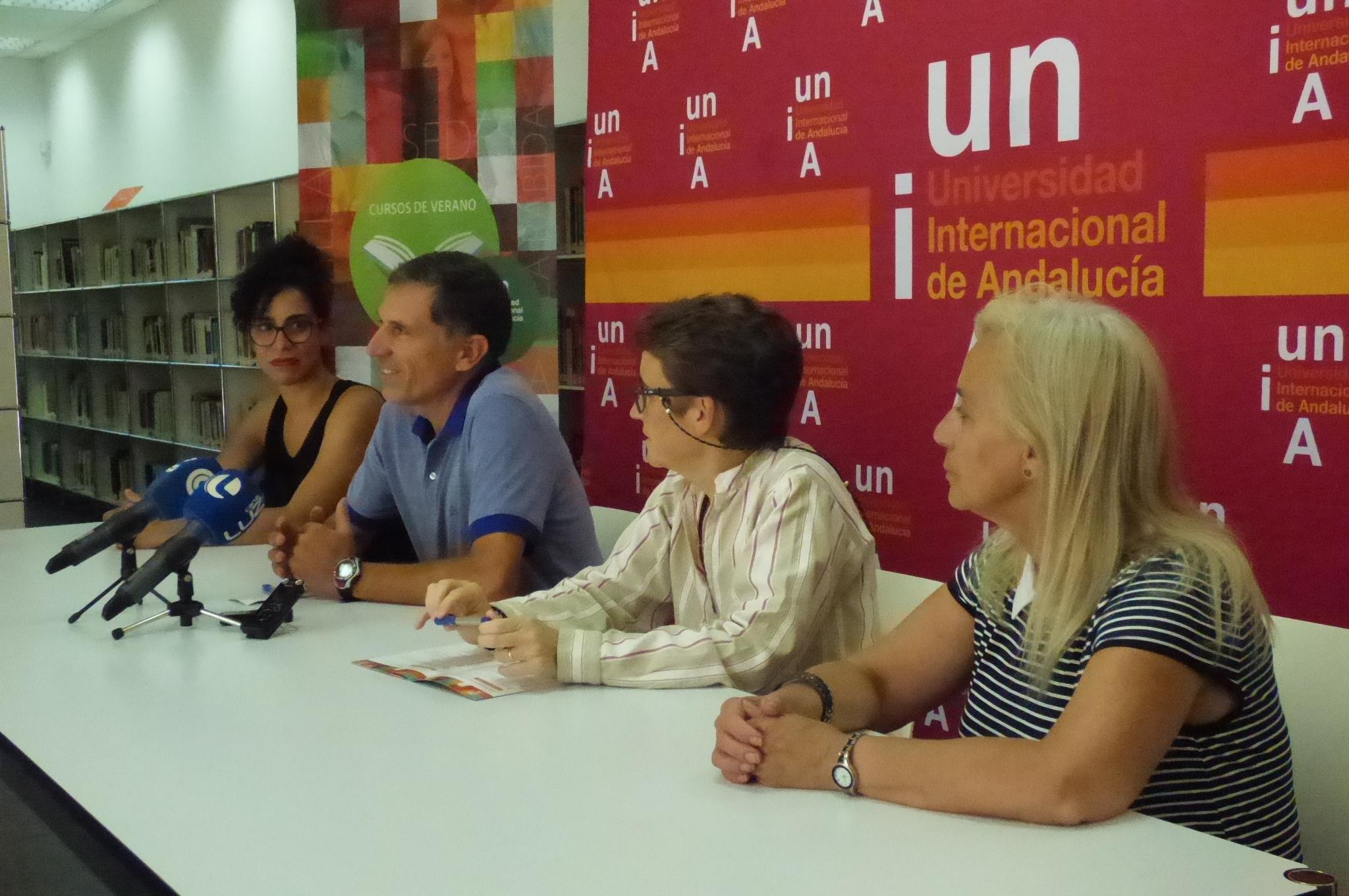 Pedro Sáenz-López junto a responsables académicas y políticas.