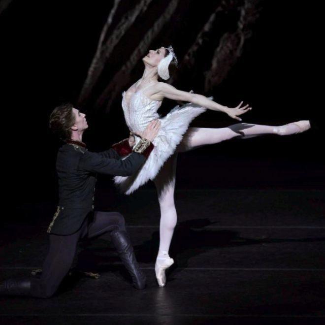 Marianela Núñez y Vadim Muntagirov en la noche de estreno de El lago de los cisnes del Royal Ballet.
