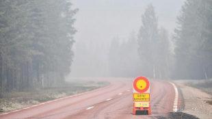 Cortado el paso en la carretera entre Ljusdal y Lassekrog por un...