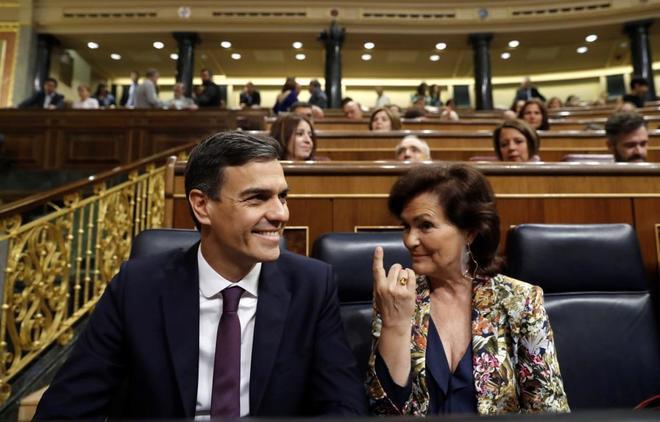 El presidente del Gobierno, Pedro Sánchez y la vicepresidenta ,...