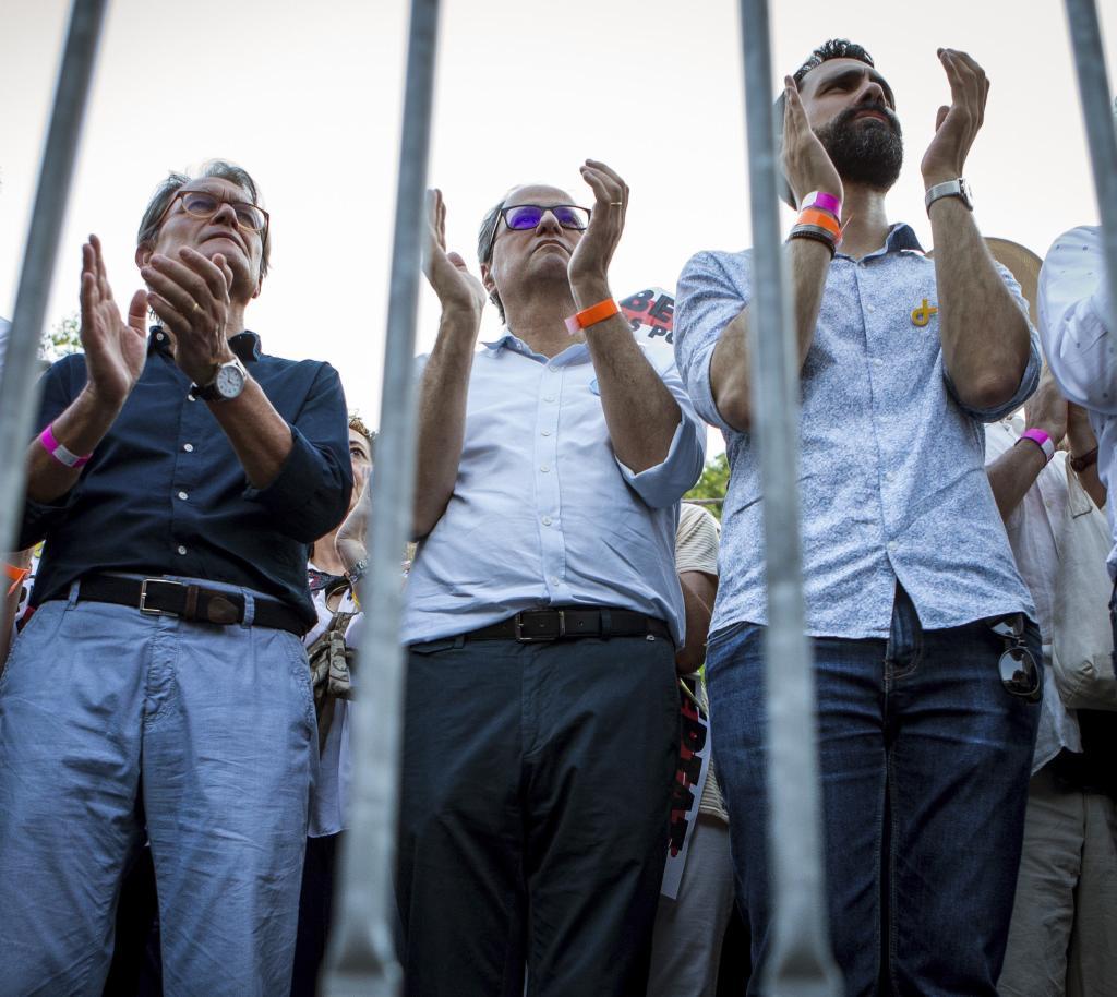 El ex presidente de la Generalitat Artur Mas, el presidente Quim Torra,y el presidente del Parlamento de Cataluña, Roger Torrent, durante la manifestación por los presos