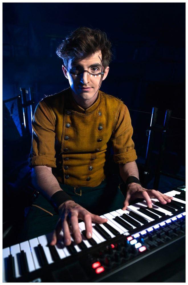 El director musical del Circo del Sol, 'Totem', Ale Romero