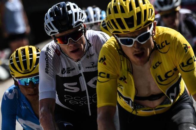 Thomas, de amarillo, delante de Froome, su jefe de filas, en el ascenso a  Alpe d'Huez.