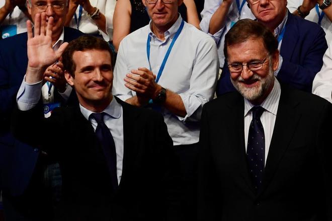 Pablo Casado y Mariano Rajoy.