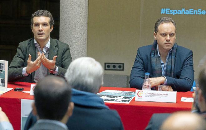Pablo Casado y Daniel Lacalle (dcha.) en un acto en la Cámara de Comercio de Ávila.
