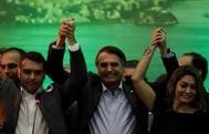 Jair Bolsonaro junto a su familia durante una convención de su partido, en Río de Janeiro.