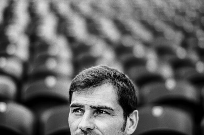 Iker Casillas posa para una entrevista con PAPEL.