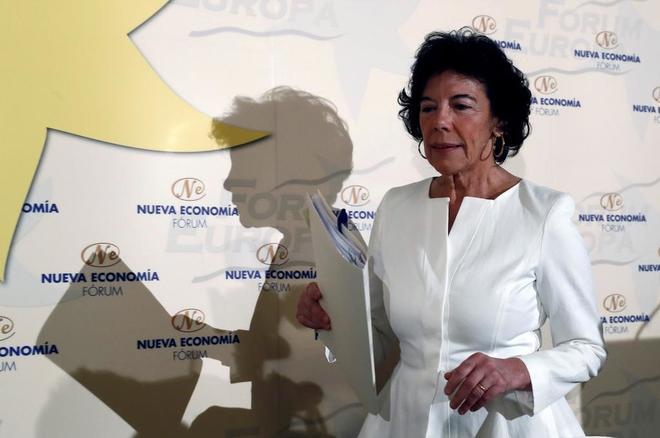 La ministra de Educación y Formación Profesional, Isabel Celaá,...