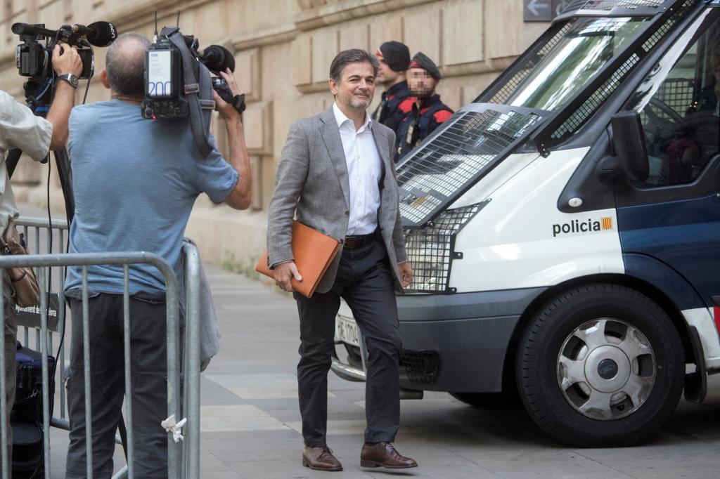 Oriol Pujol, a su llegada esta mañana a la Audiencia de Barcelona para ratificar ante la juez el acuerdo que firmó con la Fiscalía, en el que acepta una condena.
