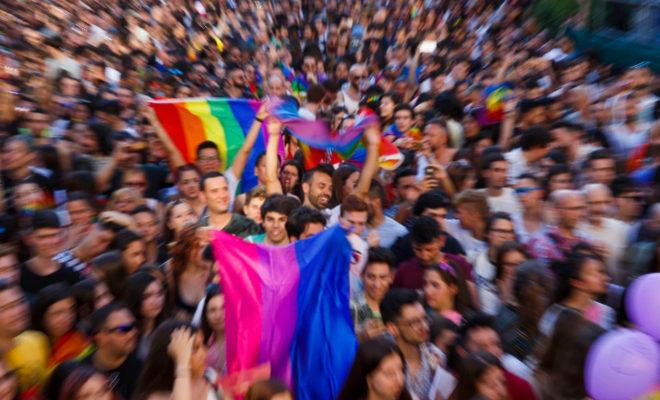 Miles de personas, durante el pregón del Orgullo, en la plaza Pedro Zerolo.