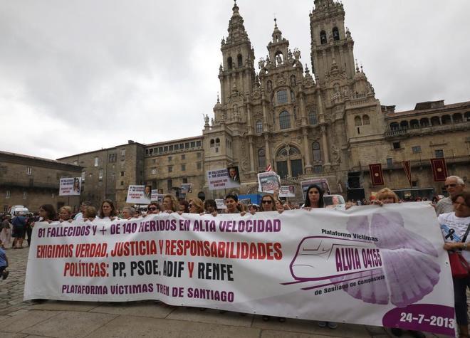 Manifestación en Santiago de víctimas del Alvia para marcar los cinco años del accidente.