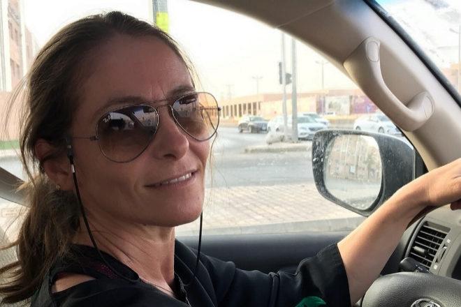 Begoña Armada, al volante de su coche en Riad
