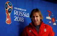 Ricardo Gareca atiende a los medios de comunicación en el Mundial de Rusia.
